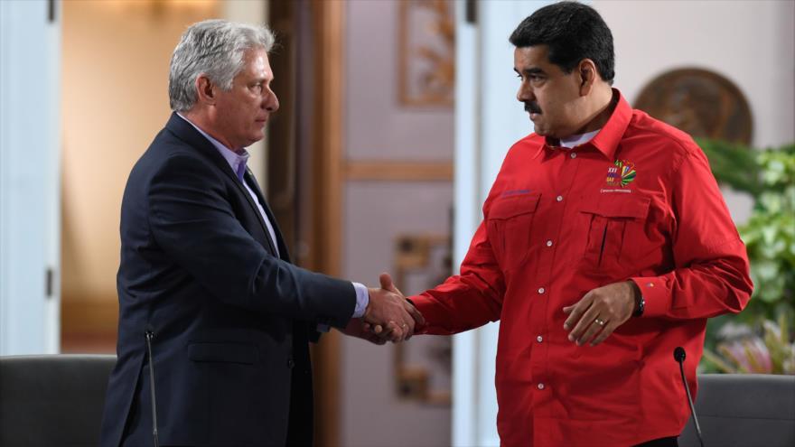 El presidente cubano, Miguel Díaz-Canel (izda) y su homólogo venezolano, Nicolás Maduro, en Caracas, Venezuela, 28 de julio de 2019. (Foto: AFP)