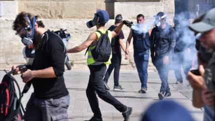 """Los """"chalecos amarillos"""" siguen manifestándose en Francia"""