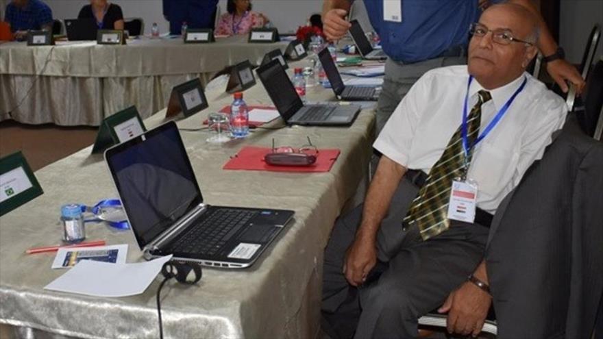 El científico nuclear egipcio Abubakr Abdel Moneim Ramadan en una conferencia.