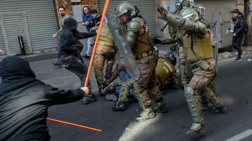 Marcha por las víctimas de Pinochet en Chile termina en violencia | HISPANTV