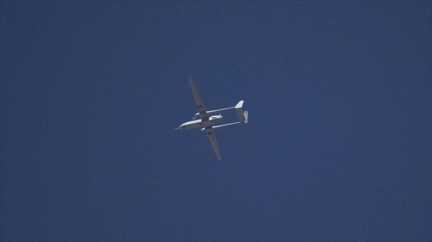 Un avión no tripulado (dron) del ejército israelí en pleno vuelo.
