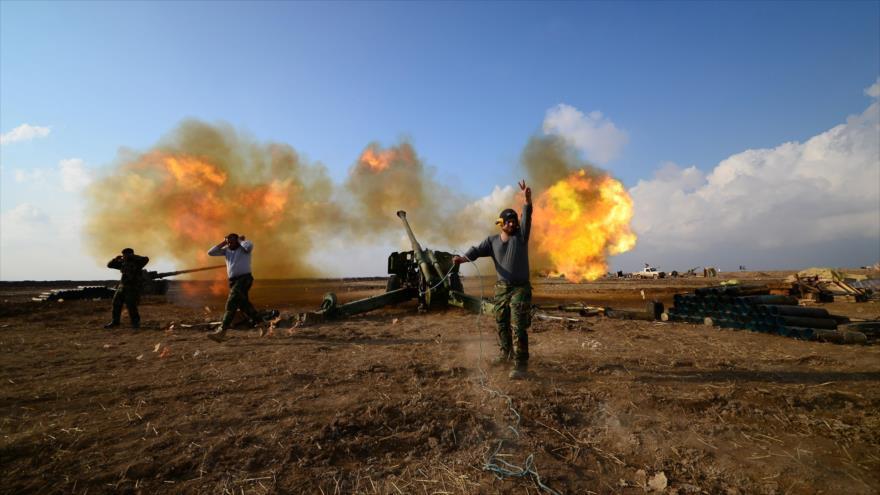 Las Unidades de Movilización Popular de Irak abren fuego contra posiciones del grupo terrorista Daesh en la provincia norteña de Nínive.