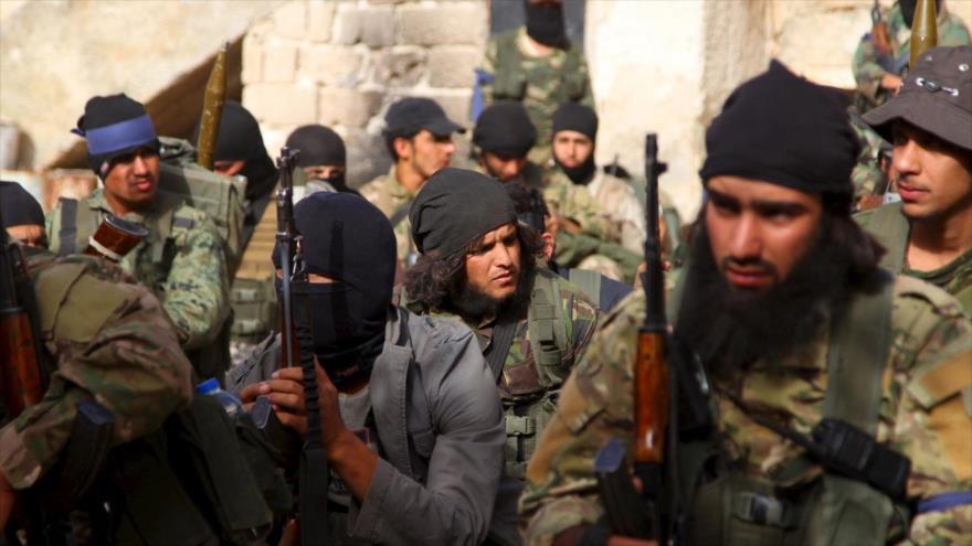 Terroristas del Frente Al-Nusra en la ciudad de Ariha, en la provincia siria de Idlib.