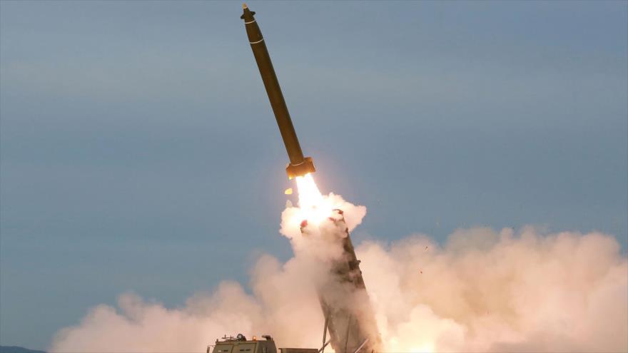 La prueba de lanzamisiles múltiple supergrande por Corea del Norte, en un lugar no revelado, 24 de agosto de 2019. (Foto: KCNA)