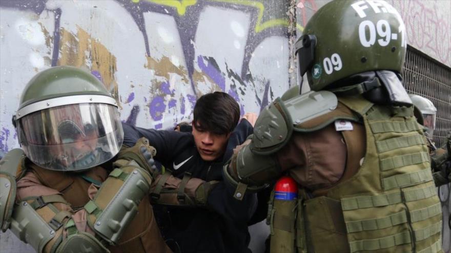Violentos choques entre Carabineros y estudiantes chilenos