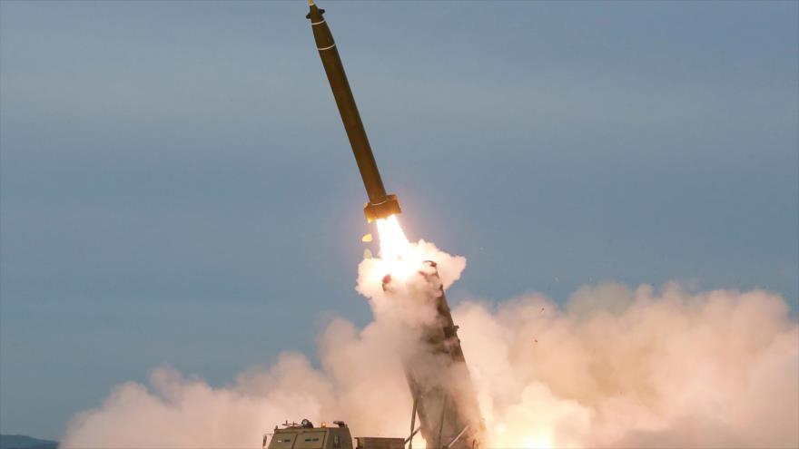 La prueba de lanzamisiles múltiple súper grande por Corea del Norte, 24 de agosto de 2019. (Foto: AFP)