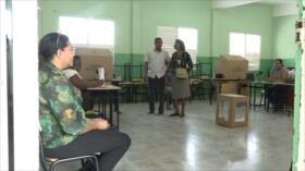 Dominicanos participan en simulacro de elecciones