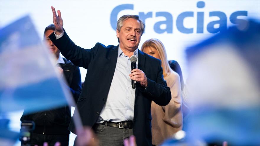 El candidato peronista de la fórmula kirchnerista Frente de Todos, Alberto Fernández, ofrece un discurso, Buenos Aires, 12 de agosto de 2019. (Foto: AFP)