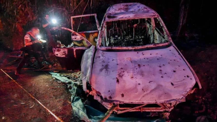 Foto que muestra el coche destrozado de Karina García, candidata a la alcaldía de Suárez, que fue acribillada en su coche.