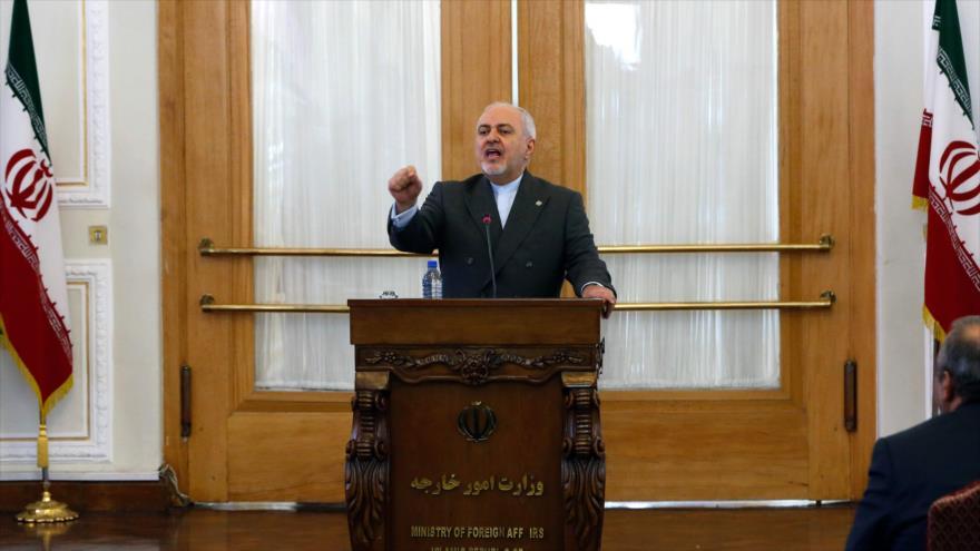 Zarif: EEUU no puede salir del atolladero de Yemen culpando a Irán