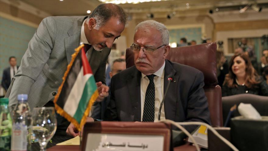 El canciller palestino, Riad al-Maliki (dcha.), en la reunión de los ministros de Exteriores de la Liga Árabe, El Cairo, 10 de septiembre de 2019.