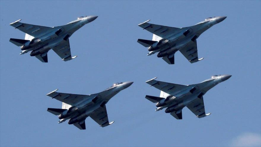 Aviones Su-35 rusos en pleno vuelo durante un show aéreo en Zhukovsky en las afueras de Moscú (capital de Rusia), 21 de julio de 2017. (Foto: Reuters)