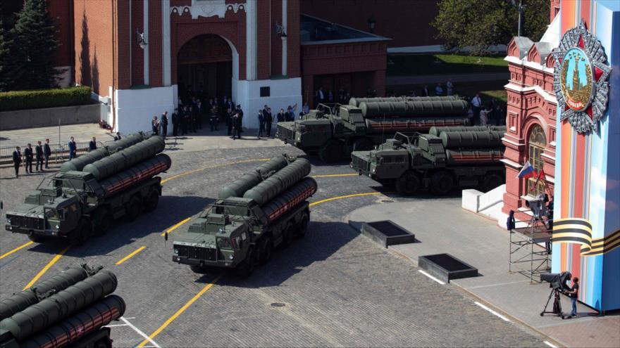 Baterías del sistemas antimisiles ruso S-400 durante un desfile en Moscú, la capital de Rusia, 7 de mayo de 2019. (Foto: AFP)