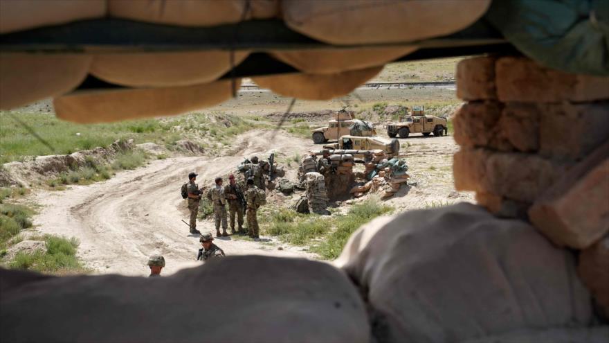 Las tropas estadounidenses se encuentran en un puesto de control del Ejército afgano en la provincia afgana de Wardak, 6 de junio de 2019. (Foto: AFP)