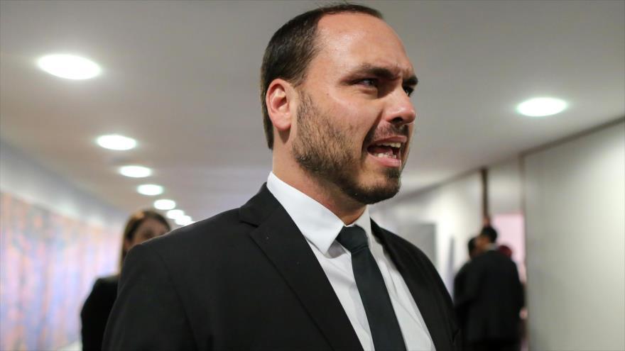 Hijo de Bolsonaro ve en democracia una demora de desarrollo