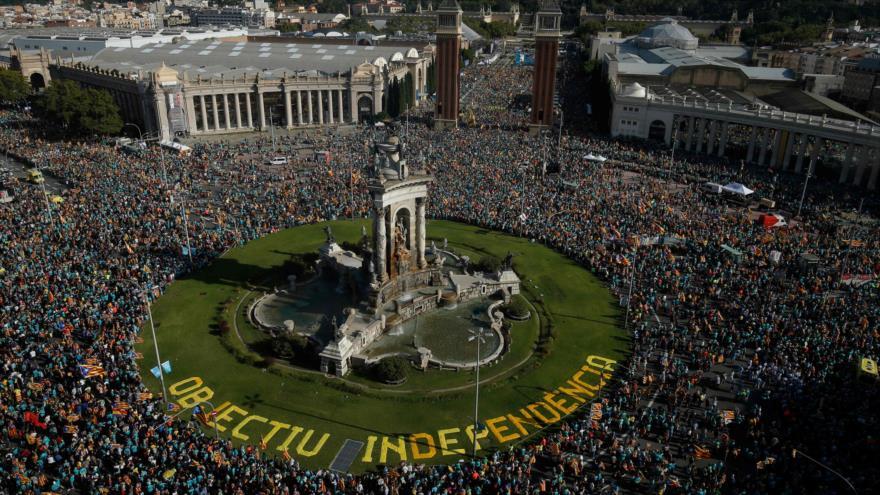Decenas de miles de catalanes participan en manifestación de Diada | HISPANTV