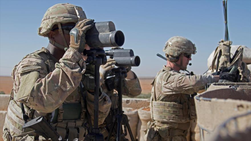 Soldados estadounidenses vigilan el zona en la ciudad siria de Manbij, 1 de noviembre de 2018. (Foto: Reuters)