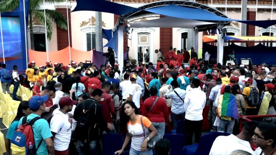 Chavismo se moviliza en Caracas en defensa del Gobierno   HISPANTV
