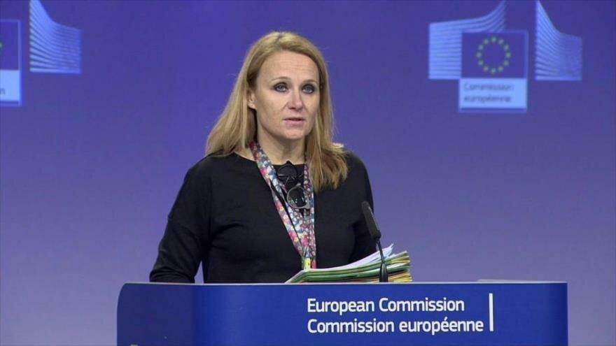 La portavoz de la Diplomacia europea, Maja Kocijancic, asiste a una rueda de prensa.