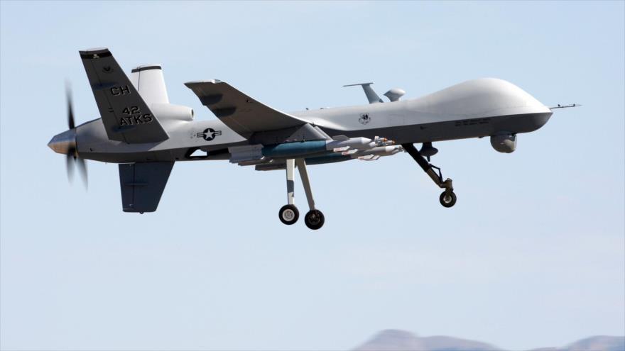 Un avión no tripulado (dron) israelí en pleno vuelo.