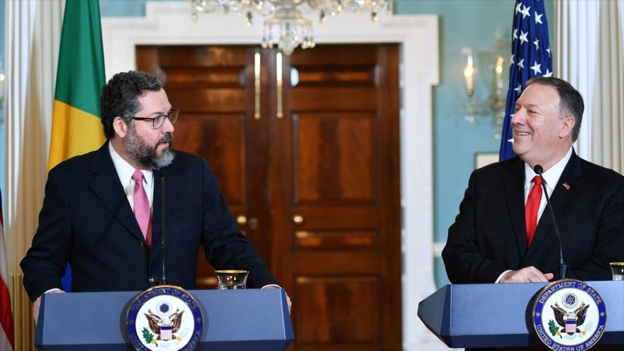 El canciller brasileño, Ernesto Araújo (izq.) y su par estadounidense, Mike Pompeo, 13 de Septiembre, Washington, EE.UU (Foto: AFP)
