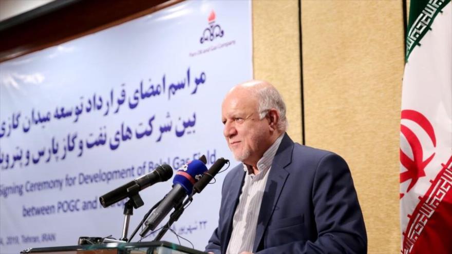 El ministro de Petróleo de Irán, Biyan Namdar Zangane, en la ceremonia de la firma de un acuerdo con la compañía Petropars, Teherán, 14 de septiembre de 2019. (Foto: Shana)