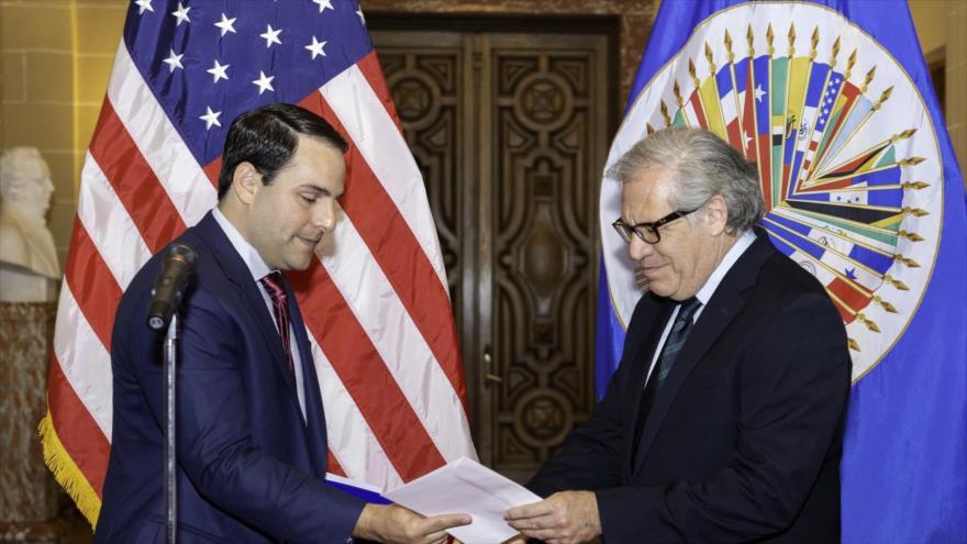 El embajador de EE.UU. ante la OEA, Carlos Trujillo (izda.), y el secretario general de la OEA, Luis Almagro, 5 de abril de 2018.
