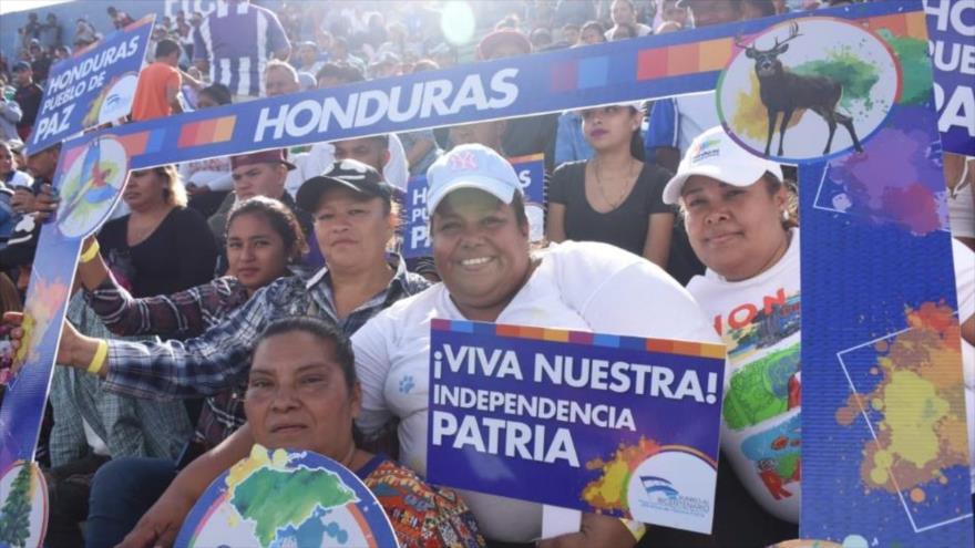 Hondureños conmemoran el 198.º aniversario de la Independencia del país de la Corona española, 15 de septiembre de 2019.