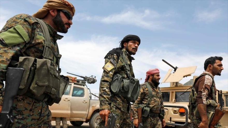 Integrantes de las Fuerzas Democráticas Sirias (FDS), apoyados por EE.UU., en un campo militar en el este de Siria, 1 de mayo de 2018.
