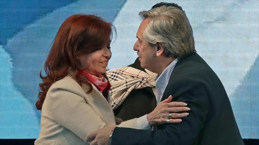 La expresidenta argentina Cristina Fernández y el candidato presidencial Alberto Fernández en un acto en Buenos Aires, 25 de mayo de 2019. (Foto: AFP)