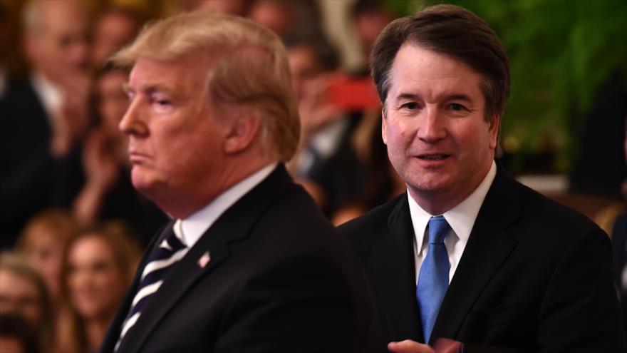 El juez Brett Kavanaugh (dcha.), y el presidente de EE.UU., Donald Trump, en la Casa Blanca, Washington, 8 de octubre de 2018. (Foto: AFP)