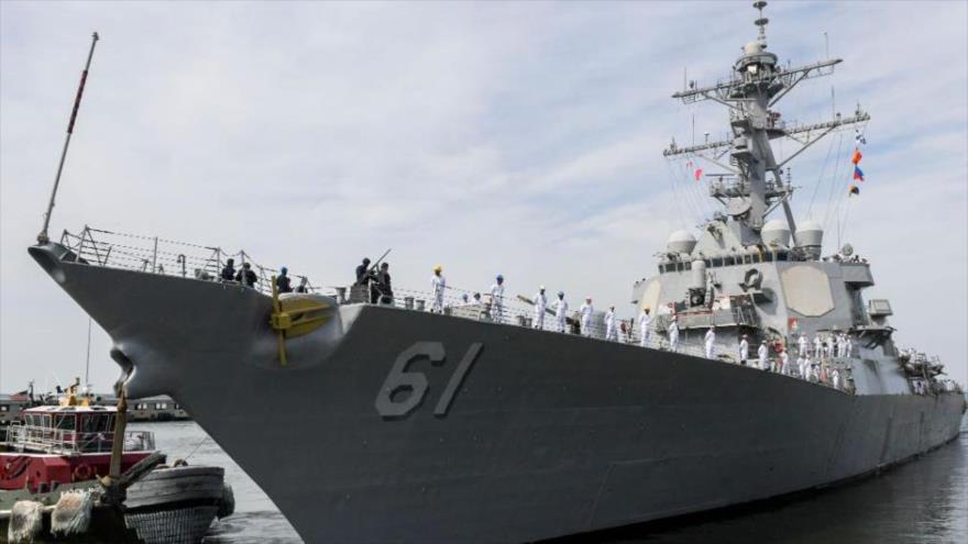 El destructor estadounidense USS Ramage, equipado con misiles guiados.
