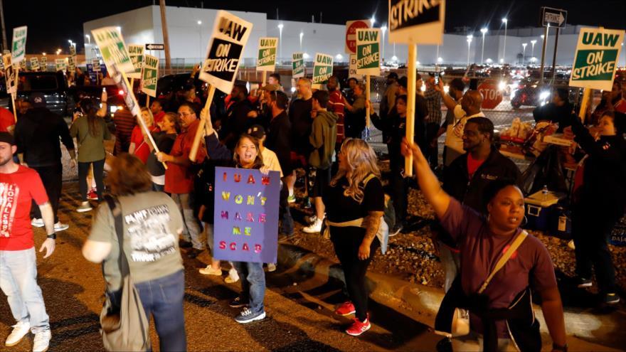 Miembros de United Auto Workers (UAW), que trabajan en la General Motors en EE.UU., se declaran en huelga, 16 de septiembre de 2019. (Foto: AFP)