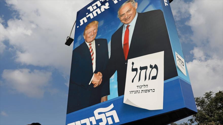 Un cartel electoral con las imágenes del presidente de EE.UU., Donald Trump (izda.), y el premier israelí, Benjamín Netanyahu, 16 de septiembre de 2019.