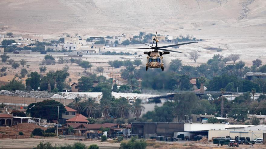 Un helicóptero despega al transportar al premier israelí Benjamín Netanyahu tras una reunión en el Valle del Jordán, 15 de septiembre de 2019. (Foto: AFP)