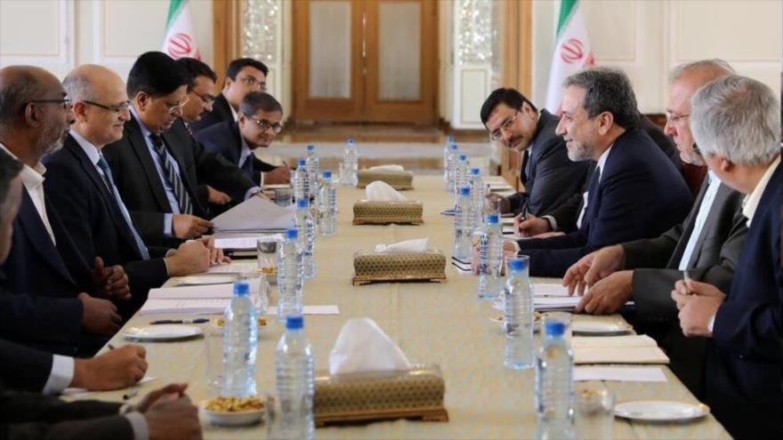 Delegaciones diplomáticas de Irán (dcha.) y La India se reúnen en Teherán (capital persa), 16 de septiembre de 2019.