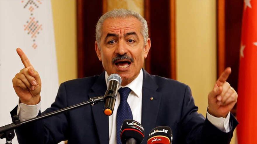 El primer ministro palestino, Muhamad Shtayeh, habla durante una rueda de prensa.