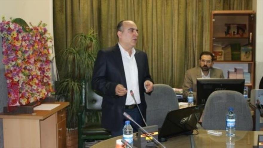 El profesor y doctor iraní Masud Soleimani (Centro), reconocido por sus investigaciones sobre células madre y hematología.