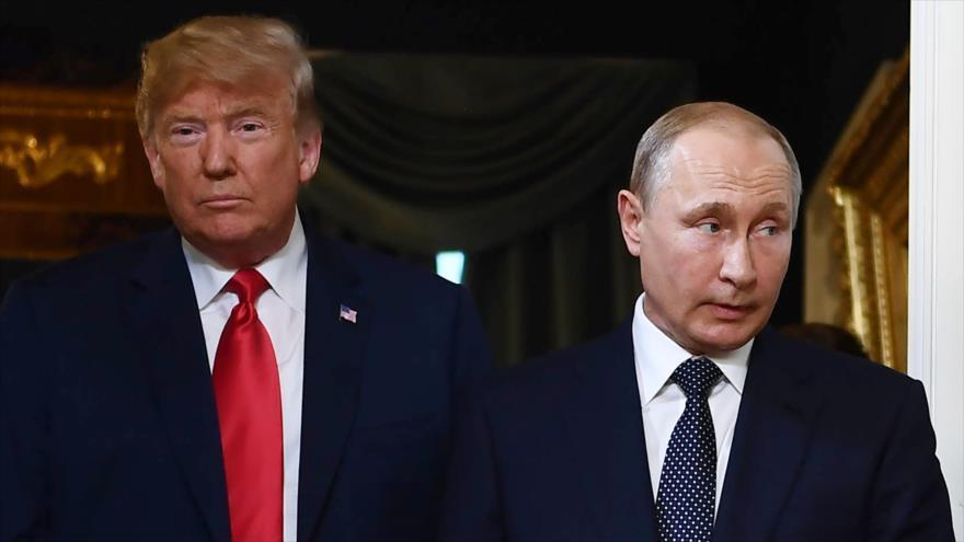 El presidente de EE.UU., Donald Trump (izda.) y su homólogo ruso, Vladimir Putin, en Helsinki, la capital de Finlandia, 16 de julio de 2019. (Foto: AFP)