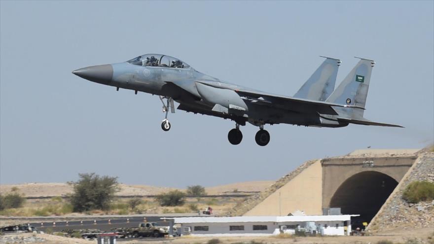 Un caza F-15 de Arabia Saudí en una base aérea en Riad, la capital del reino árabe.