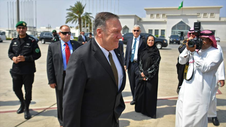 El secretario de Estado de EE.UU., Mike Pompeo, llega a una base aérea en los Emiratos Árabes Únidos, 19 de septiembre de 2019. (Foto: AFP)