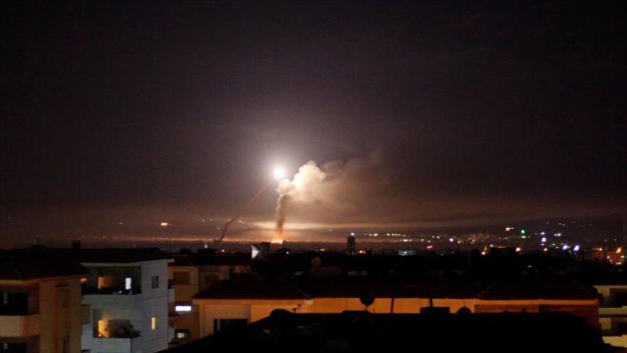 Se observa fuego de misiles desde Damasco, la capital de Siria, 10 de mayo de 2018. (Foto: Reuters)