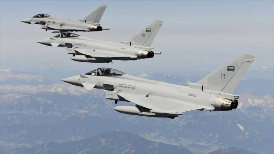 Aviones saudíes de guerra en pleno vuelo.