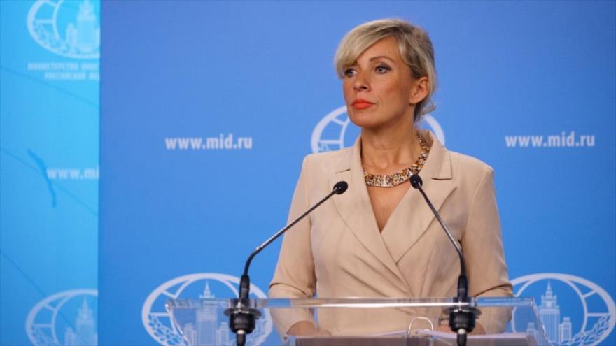La portavoz de la Cancillería de Rusia, María Zajarova, habla con la prensa.