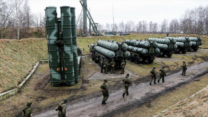 Los sistemas de misiles antiaéreo S-400 de Rusia, desplegados en la región rusa de Kaliningrado.