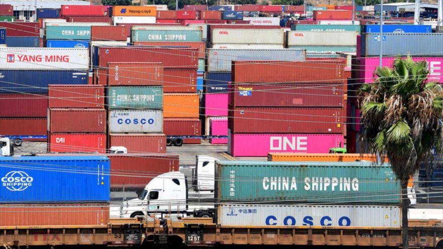 Contenedores de mercancías en el puerto de Long Beach, California (EE.UU.).