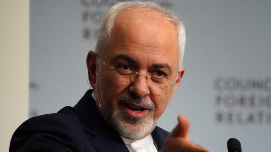 El canciler iraní, Mohamad Yavad Zarif, habla en el Consejo de Relaciones Exteriores de EE.UU. en Nueva York, 23 de abril de 2018. (Foto: AFP)