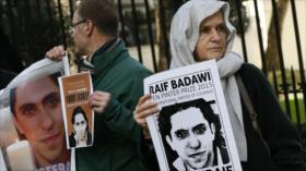 Bloguero saudí inicia huelga de hambre por malos tratos en prisión