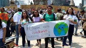 Mexicanos marchan para exigir acciones por el cambio climático