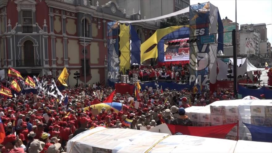 """Venezolanos entregan más de 13 millones de firmas """"No More Trump"""""""